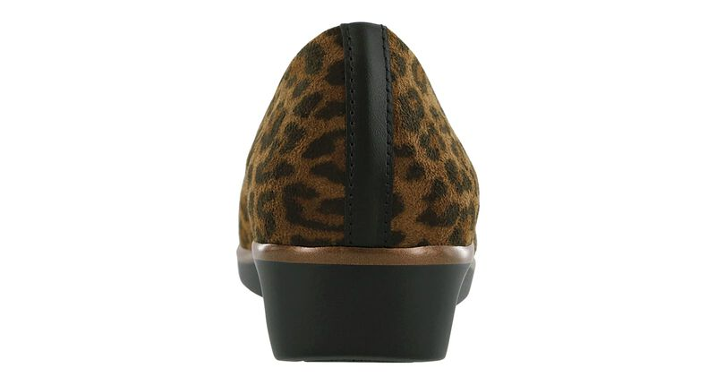Bliss Tan Leopard Right Rear View