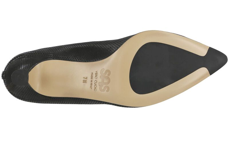 Moxie Onyx Left Sole View