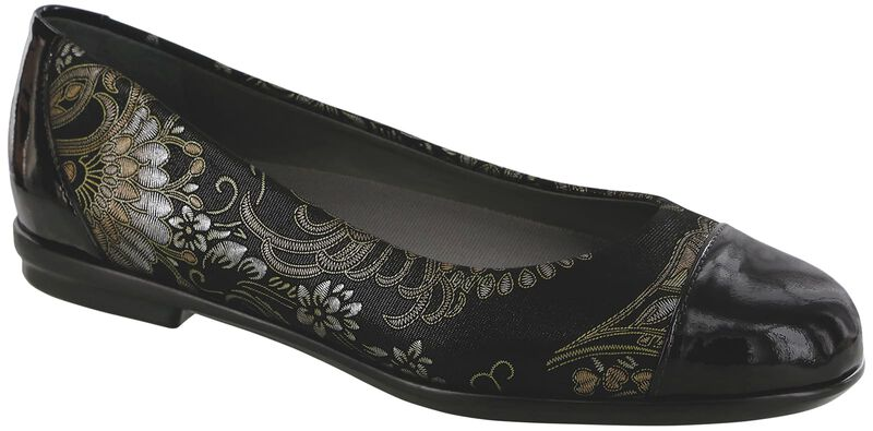 Scenic Brocade-Black Patent Right .75 View